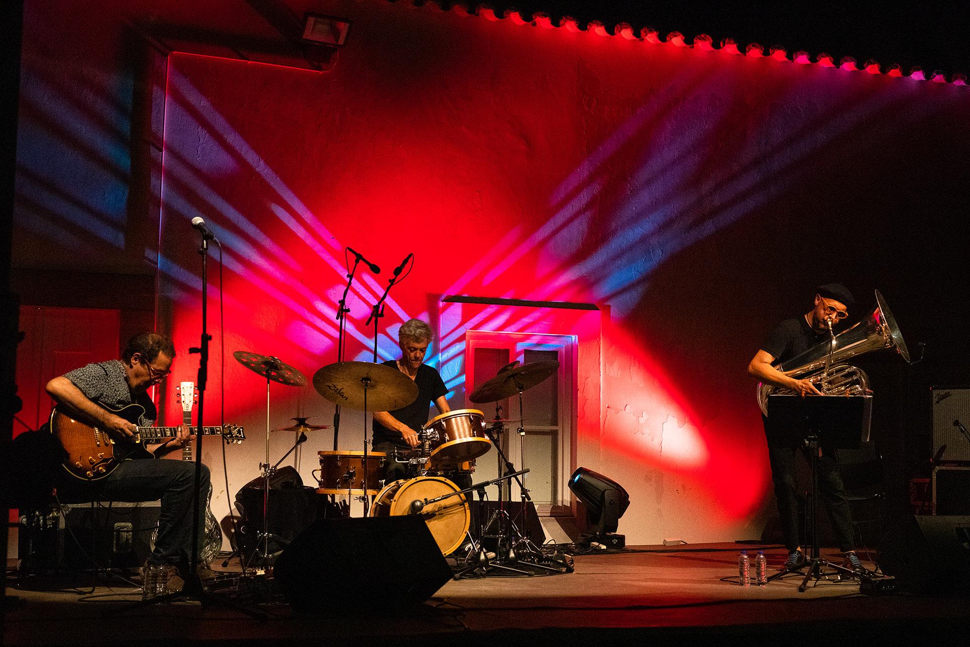 TGB no «Verão em Tavira 2020» - Mário Delgado (guitarra), Alexandre Frazão (bateria) e Sérgio Carolino (tuba)