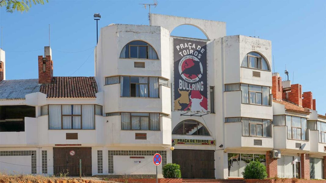 Objetivo é reabilitar o espaço para alojar associações e coletividades do concelho que ainda não têm sede física e criar um novo auditório para concertos e espetáculos ao ar livre, além de 40 habitações a custos controlados. Acabariam também, de vez, as touradas na cidade e no Algarve.