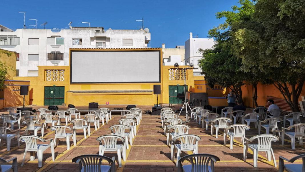 Cinema ao ar livre na República 14 em Olhão