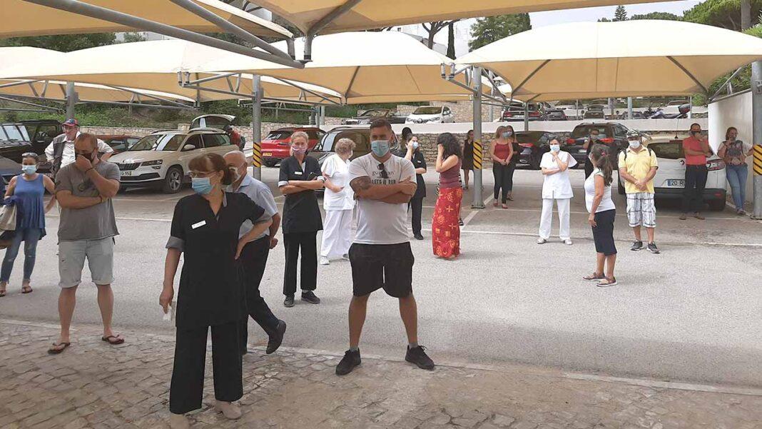 Trabalhadores do Grupo JJW Hotels & Resorts reuniram-se em plenário, no dia 31 de Julho, para analisar a situação na empresa, nomeadamente, os salários em atraso referentes aos meses de Maio, Junho e Julho.