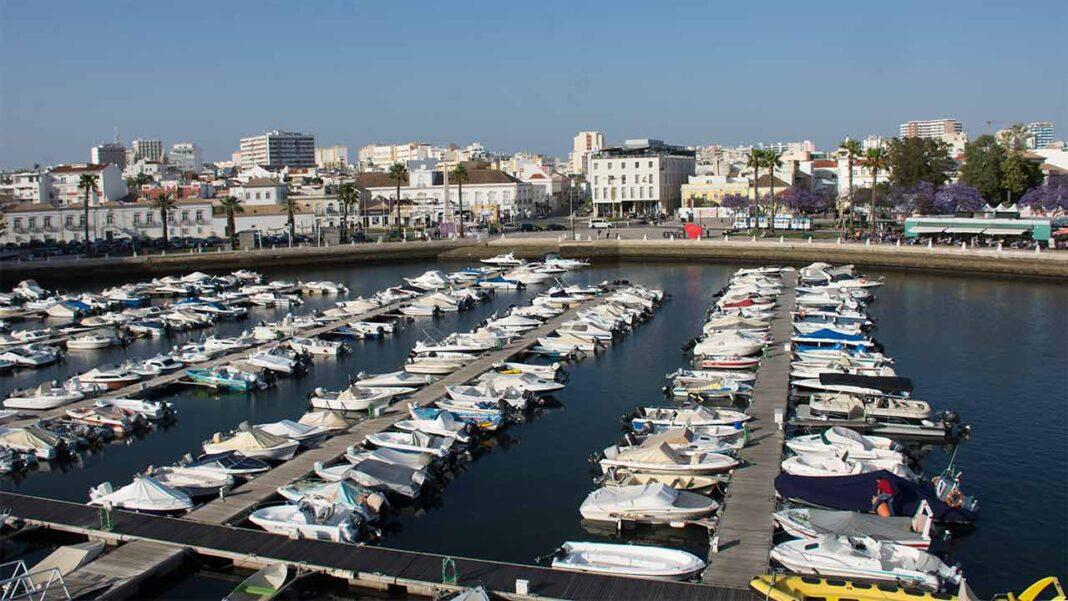 Polícia Municipal de Faro já tem regulamento aprovado. Câmara Municipal de Faro aprovou, por unanimidade, na sua última reunião de 21 de setembro, o projeto de organização e de funcionamento daquela autoridade.