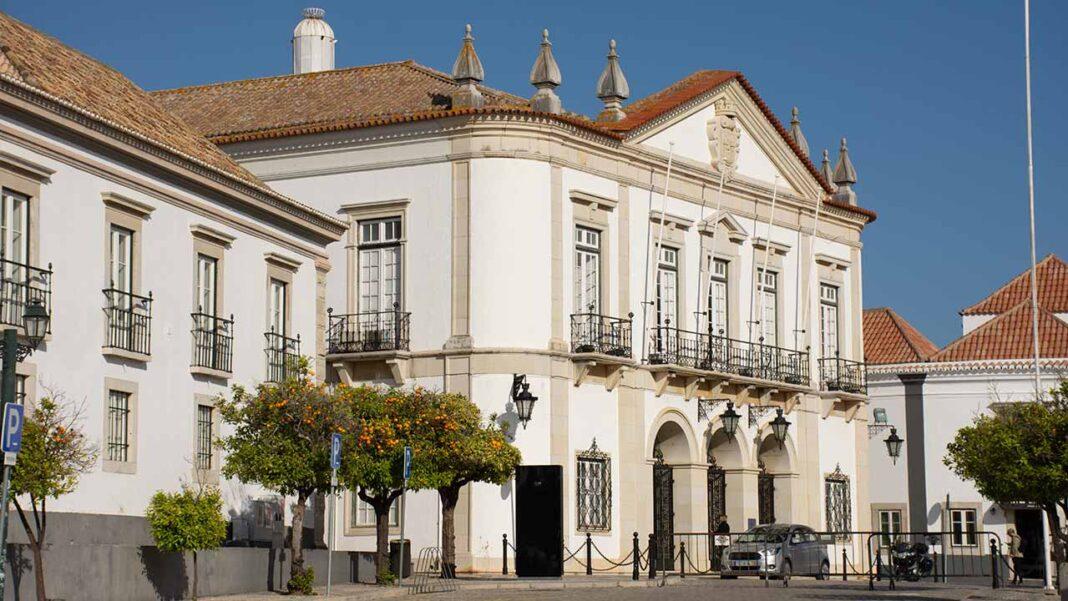 Câmara Municipal mantém as comemorações do Dia do Município de Faro, a 7 de setembro, garantindo o distanciamento social de segurança e o cumprimento das normas de segurança sanitária.