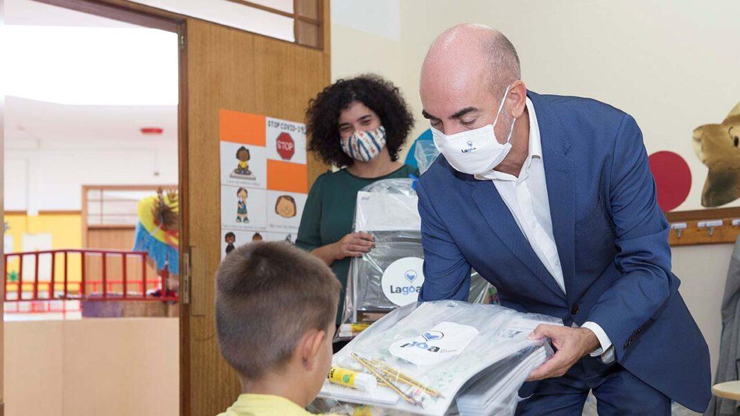 Agrupamentos de escolas de Lagoa receberam a visita do presidente da Câmara e da vereadora do pelouro da educação, no inicio deste ano letivo.