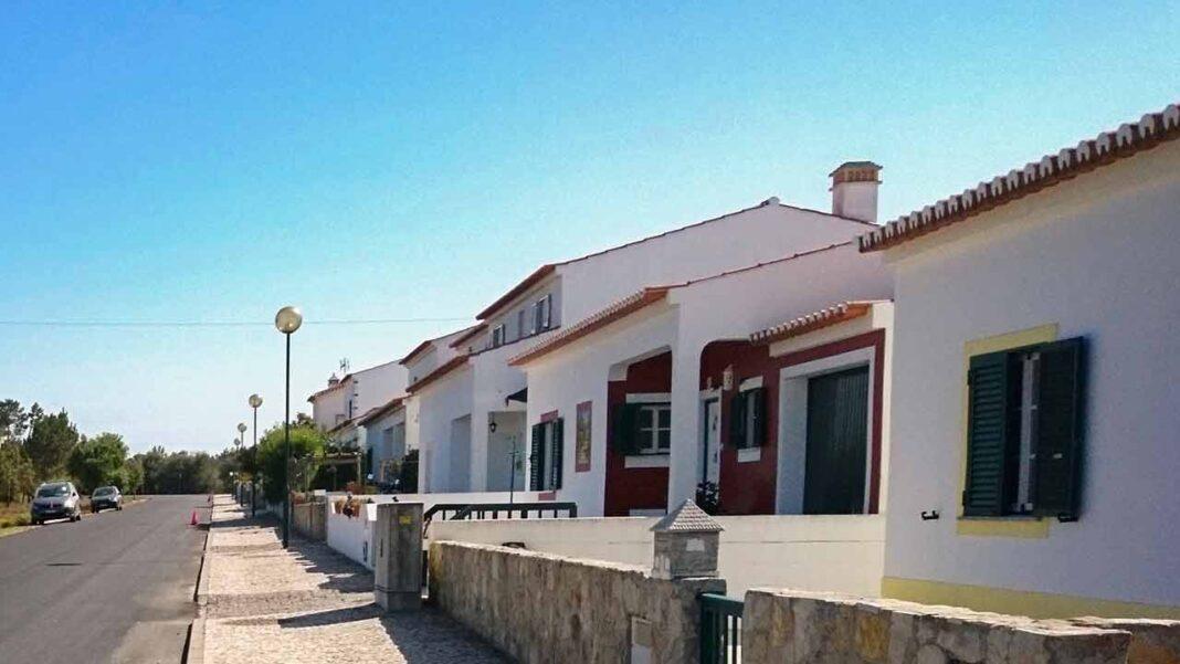 Município de Aljezur apoia a construção de habitação própria e promove novo concurso para atribuição de 16 lotes em terrenos municipais.