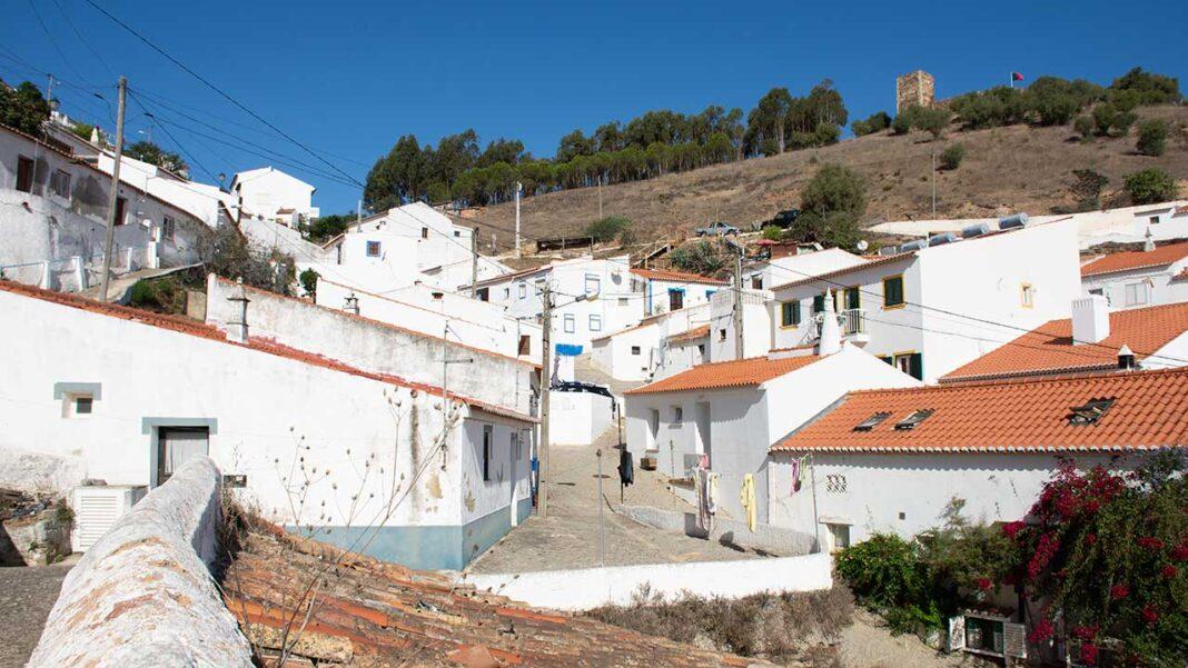 Foi aprovada a renovação do protocolo entre a Câmara Municipal de Aljezur e a Rota Vicentina – Associação Para a Promoção do Turismo de Natureza na Costa Alentejana e Vicentina, estabelecido desde o início da criação desta coletividade.