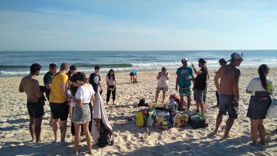 Depois de ter passado pela Praia de Faro, o biólogo alemão Andreas Noe chegou à praia da Ilha da Fuseta na sexta-feira, dia 9 de outubro.