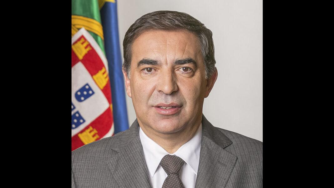 José Apolinário, ex-secretário de Estado das Pescas e antigo membro do Parlamento Europeu, foi ontem eleito Presidente da Comissão de Coordenação e Desenvolvimento Regional (CCDR) do Algarve por um colégio eleitoral composto pelos membros das Assembleias e das Câmaras Municipais da região.