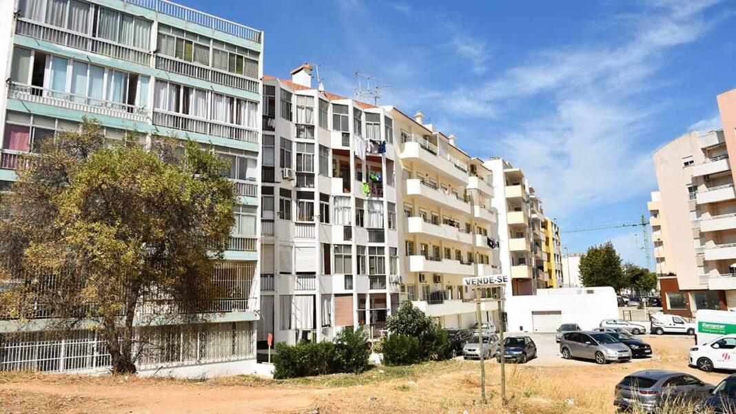 O tópico da habitação está em voga no debate público nos últimos tempos. Reclamam-se soluções para os problemas de habitação que grassam nas cidades e vilas.
