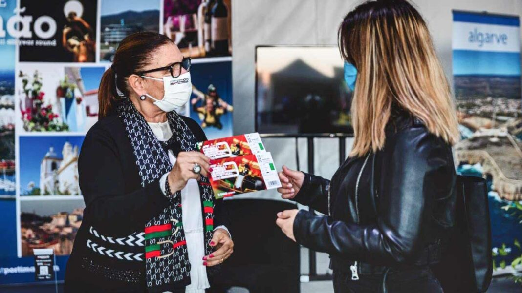 Melhores alunos do ensino secundário de Portimão recebem bilhetes para a Fórmula 1. Iniciativa visa distinguir o mérito dos jovens estudantes.