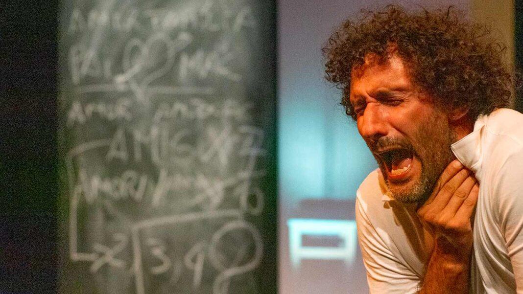 João de Brito e Nuno Preto são os protagonistas da peça «Romeu e Romeu» que estreia hoje, quinta-feira, dia 15 de outubro, às 21h30 no Pequeno Auditório do Teatro das Figuras, em Faro.