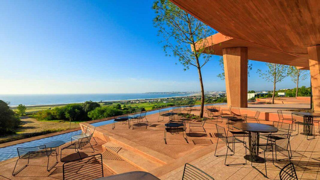 A Kronos Homes, marca de promoção imobiliária residencial da Kronos, cumpre o desenvolvimento previsto para 2020 no Palmares Ocean Living & Golf, em Lagos, inaugurando o novo Clubhouse do resort, apesar do contexto pandémico.