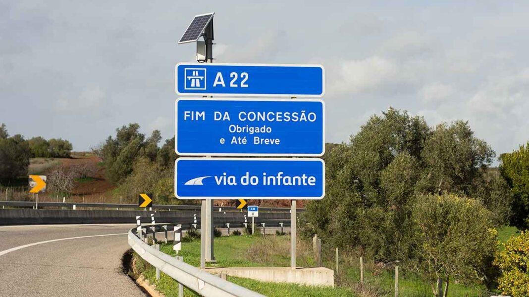 Por proposta do Partido Social Democrata (PSD) foi aprovada a entrada em vigor no próximo dia 1 de julho, a redução nas portagens na Via do Infante (A22), de 50 por cento para veículos de combustão, e 75 por cento para veículos elétricos, independentemente da sua categoria.