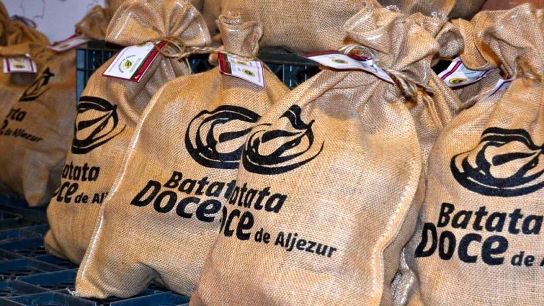 O município de Aljezur comunica a todos os apaixonados pelo Festival da Batata-doce de Aljezur, que este ano poderão adquirir a melhor batata-doce do Mundo, com certificação de Identificação Geográfica Protegida (IGP), garantida pela Associação de produtores de Batata-doce de Aljezur online.