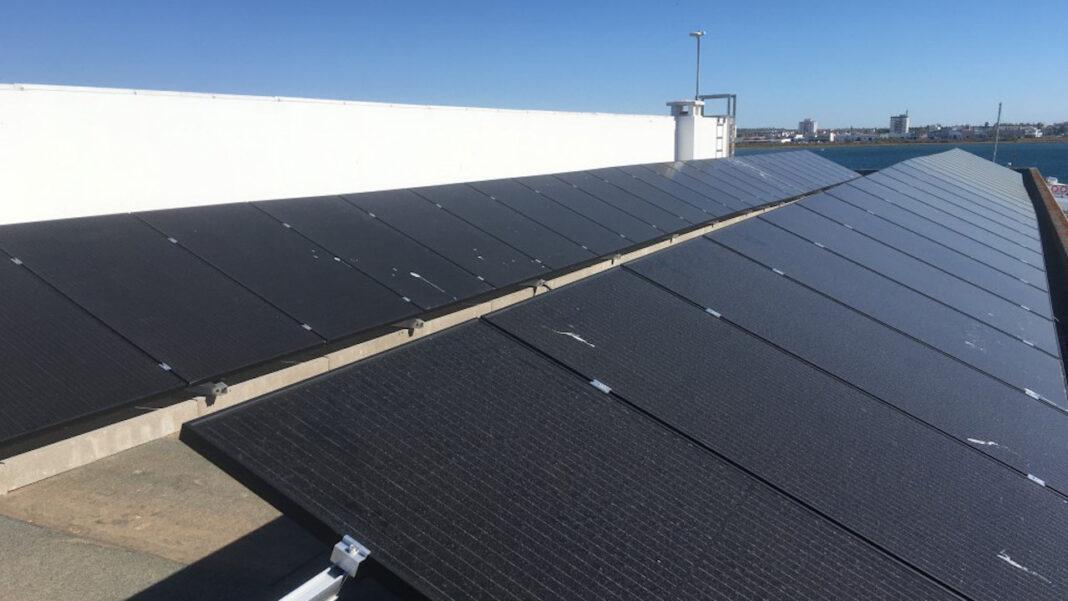 Central fotovoltaica no porto de pesca de VRSA