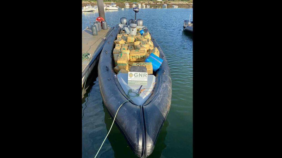 A Unidade de Controlo Costeiro da Guarda Nacional Republicana (GNR), através do Subdestacamento de Controlo Costeiro de Vila Real de Santo António, esta madrugada, apreendeu cerca de quatro toneladas de haxixe, no Rio Guadiana.