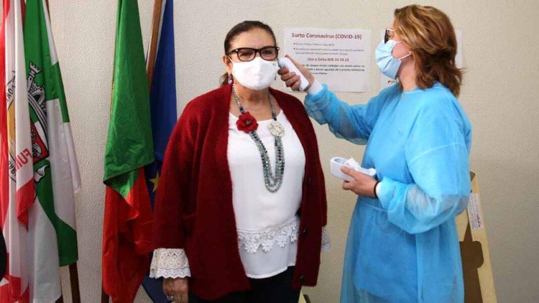 Portimão dá 100 mil máscaras comunitárias à população com apoio do associativismo local. Ação visa combater propagação do contágio de COVID-19 e arrancou hoje, sexta-feira, 20 de novembro.