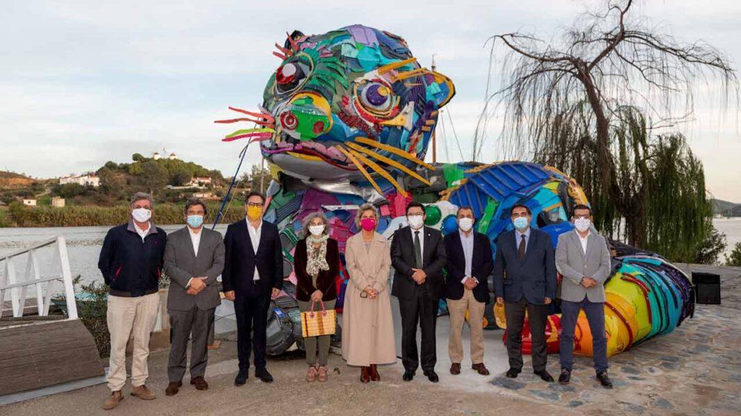 A obra «Lontra», do artista Bordalo II, e o «Túnel Memórias do Contrabando», uma estrutura construída em cana durante um workshop promovido pela Cooperativa QRER, em parceria a cooperativa «Voltes» são as novas atrações de Alcoutim.