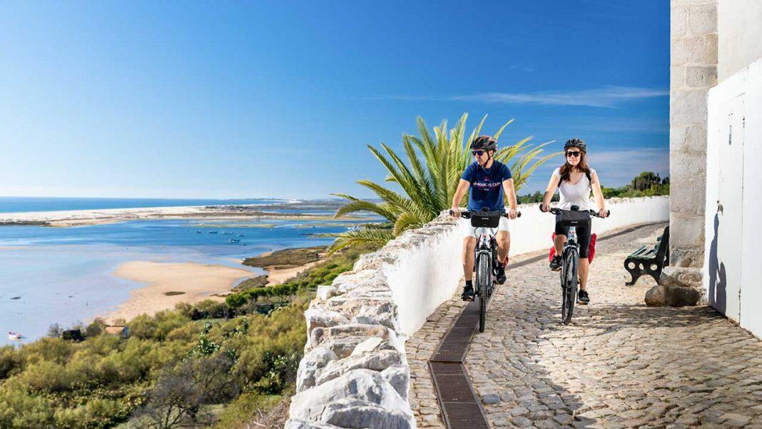 Turismo do Algarve tem em curso até ao final do ano um programa de ações de sensibilização e de capacitação com o objetivo de promover a sustentabilidade do património natural e cultural do destino, envolvendo mais de 230 empresas e profissionais do sector turístico regional e sem encargos para os participantes.