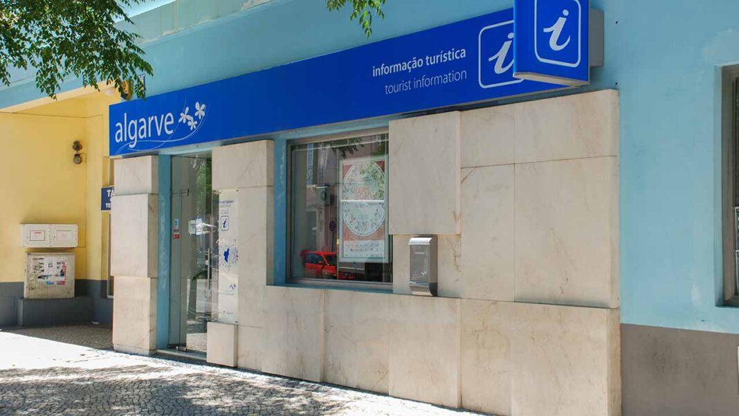 O Turismo do Algarve reinventou a rede de Postos de Turismo e capacitou os seus profissionais para informarem os empresários do setor na região sobre as novidades introduzidas na segunda fase da linha de apoio à tesouraria para microempresas do turismo COVID-19, disponibilizada pelo Turismo de Portugal.
