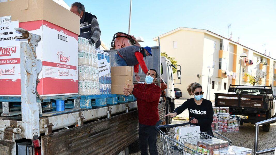 A Câmara Municipal de Vila Real de Santo António (VRSA) adquiriu dez mil euros em alimentos para serem entregues, durante esta semana, a cerca de 400 famílias carenciadas do concelho.