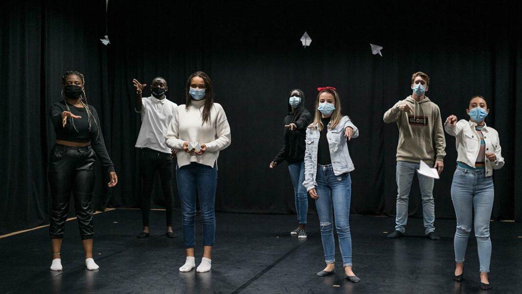 O LAMA Teatro, estrutura dirigida pelo ator e encenador João de Brito, apresenta o novo projeto educativo «ESTOJO» para jovens dos 13 aos 18 anos.