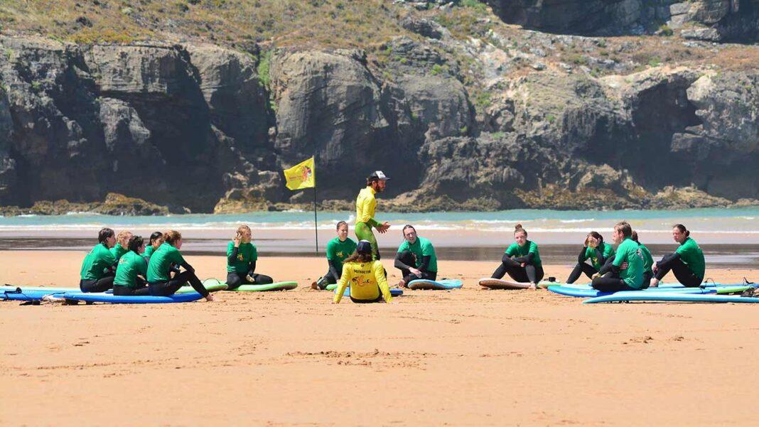 A Odeceixe Surf School Algarve Portugal e a Universidade Lusofona voltam a promover o 3º Curso de Treinadores de Surf Grau 1 em Aljezur 2021.