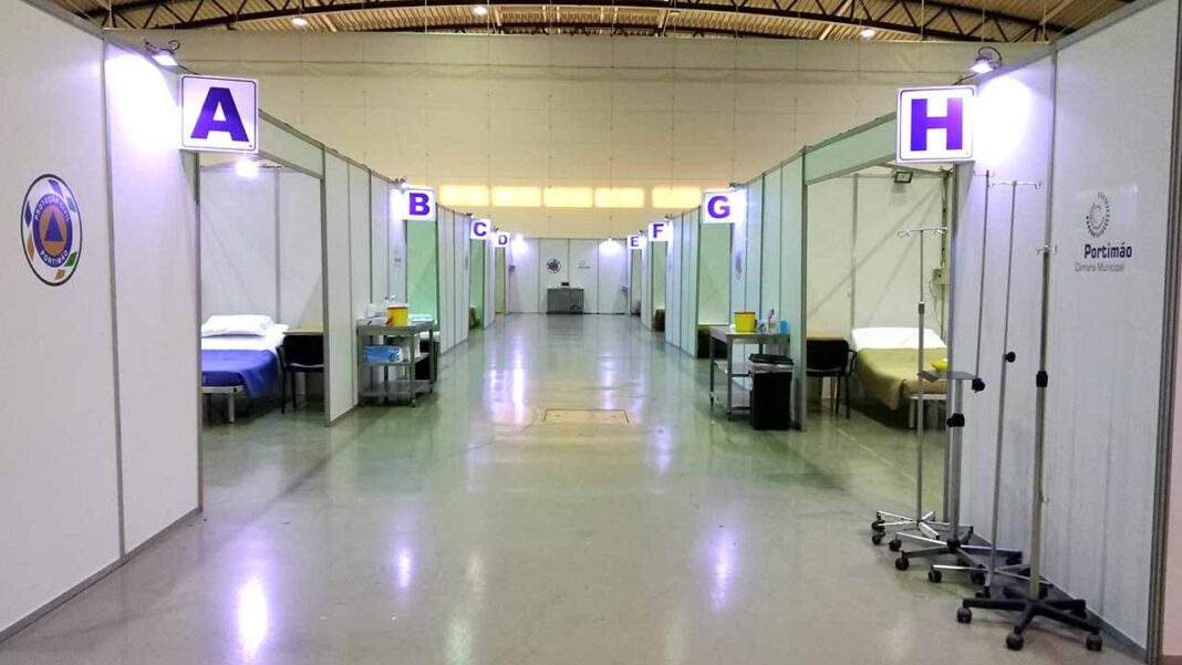 O hospital de campanha instalado no Portimão Arena foi desativado na segunda-feira, mas seis dos seus doentes tiveram de ser transferidos para o Centro Hospitalar e Universitário do Algarve (CHUA), disse hoje à Lusa fonte da administração.