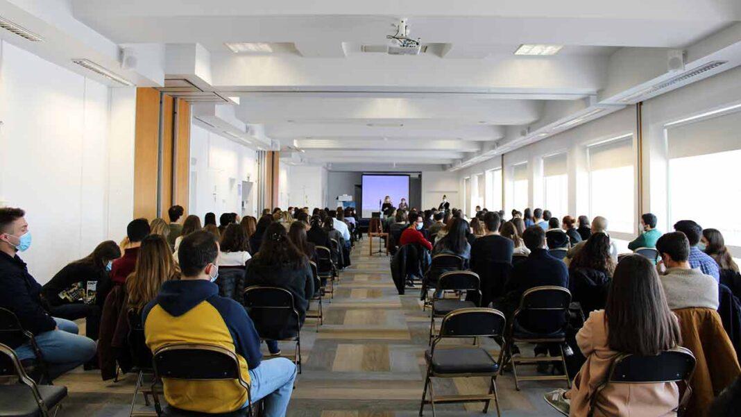 O Centro Hospitalar Universitário do Algarve (CHUA) recebeu hoje os 173 novos médicos que escolheram unidades do Algarve para iniciar a sua profissão e continuar a sua formação e especialização.
