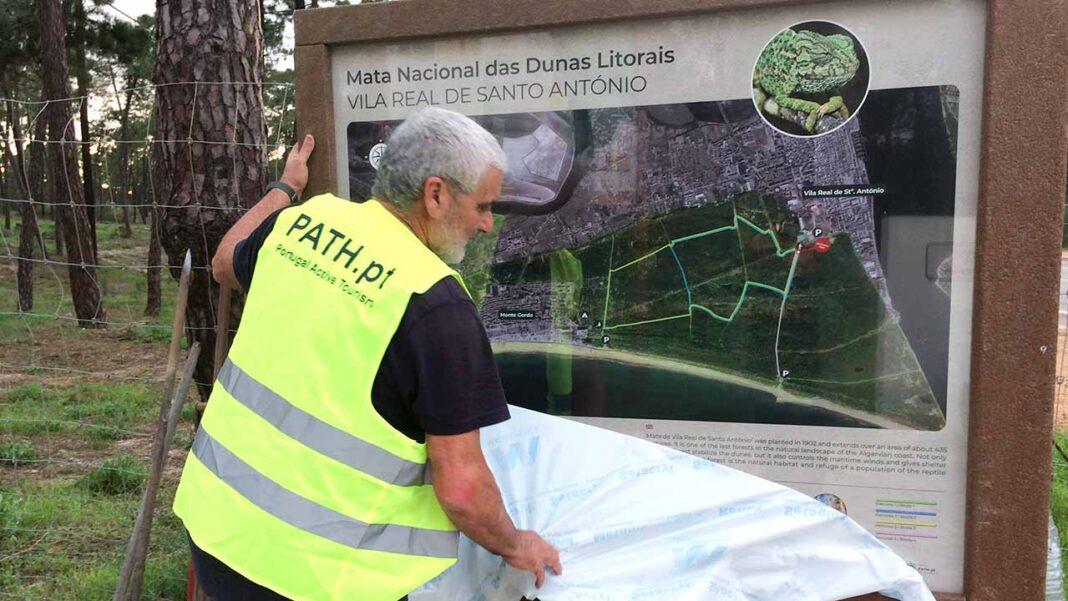 Depois de meses de trabalhos preparatórios, a Mata Nacional das Dunas Litorais de Vila Real de Santo António (VRSA) foi finalmente enriquecida, em dezembro, com a colocação de sinalética nova.