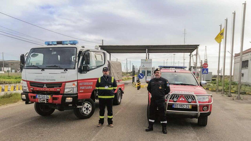 Bombeiros Sapadores de Faro recebem veículo da Administração dos Portos de Sines e Algarve (APSA). Cedência a título gratuito acontece no âmbito de protocolo que permite estreita colaboração entre estas duas entidades para formação, treinos e exercícios conjuntos.