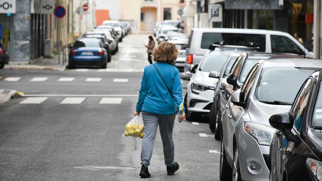 O Bloco de Esquerda (BE) defendeu hoje que o Estado deve comparticipar um programa para salvar o sector da restauração ao propor que os restaurantes possam fazer refeições de emergência para os mais afetados pela pandemia de COVID-19.