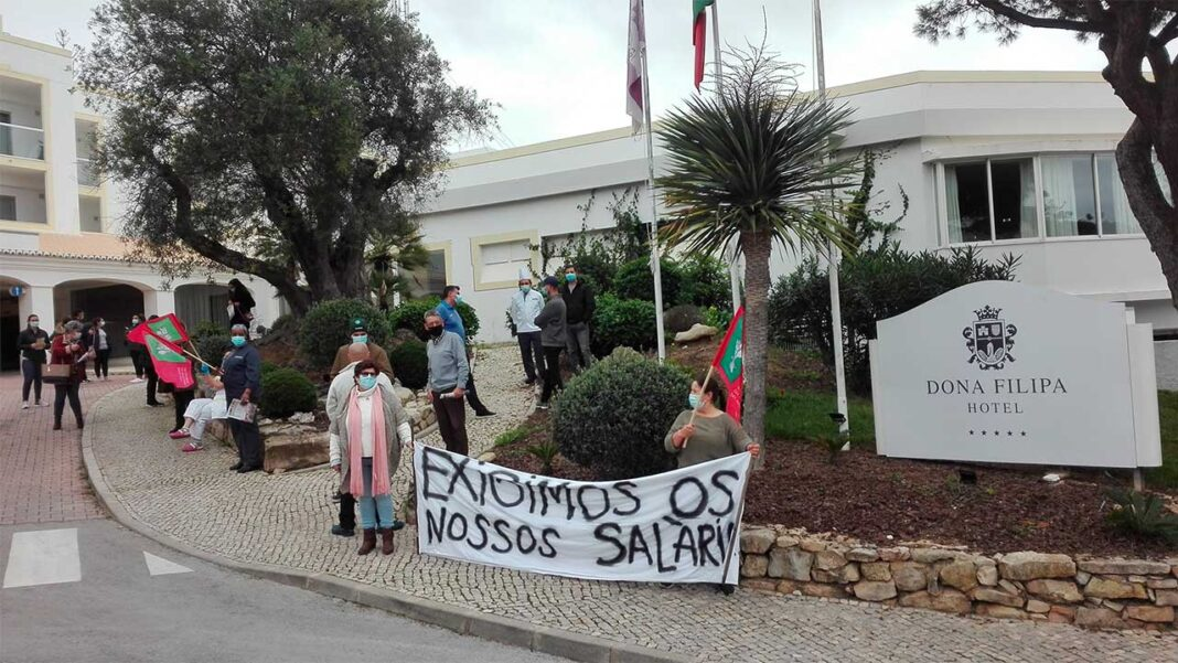 Trabalhadores do hotel Dona Filipa continuam a reclamar os salários e subsídios de férias e de natal em atraso.