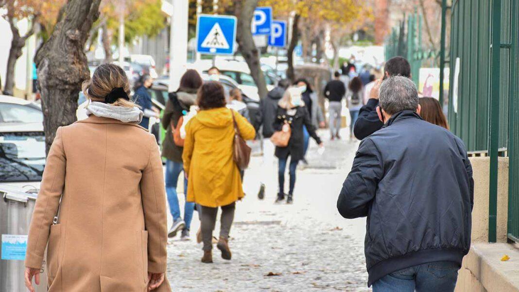 O pico da terceira vaga da epidemia de COVID-19 foi atingido em Portugal a 29 de janeiro com 1.669 casos cumulativos a 14 dias por 100 mil habitantes, com uma «tendência decrescente», disse hoje André Peralta, da DGS.