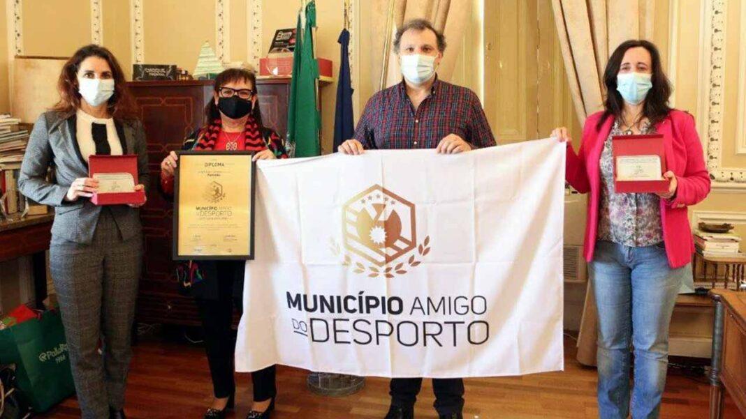 Portimão recebeu a bandeira dos Municípios Amigos do Desporto e dois troféus de reconhecimento por boas práticas desportivas.