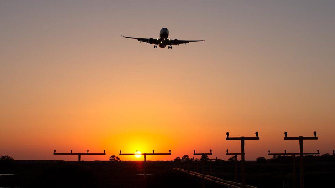 Os voos, comerciais ou privados, com origem ou destino no Brasil e no Reino Unido vão manter-se suspensos até dia 01 de março, decidiu hoje o governo.