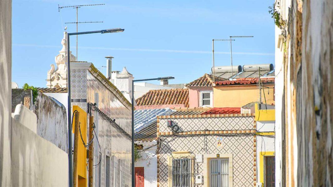 Os preços das casas para arrendar no Algarve sobem 0,9 por cento em fevereiro, fixando-se em 9,1 euros por metro quadrado (m2).