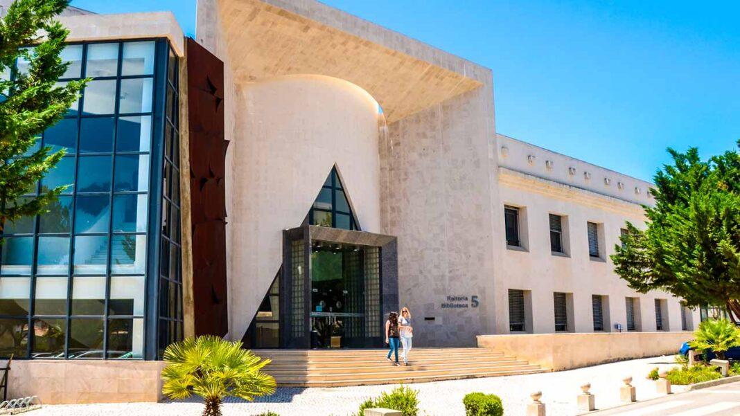 A Universidade do Algarve (UAlg) lançou recentemente um Colégio Doutoral.