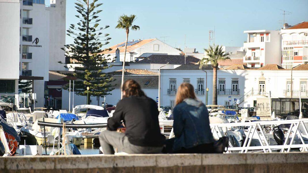 Apoios demasiado genéricos, sem atenção à especificidade da economia do Algarve, e falta de perspetivas para reabrir fronteiras e o transporte aéreo foram algumas das queixas feitas por empresários da região afetados pela pandemia de COVID-19.