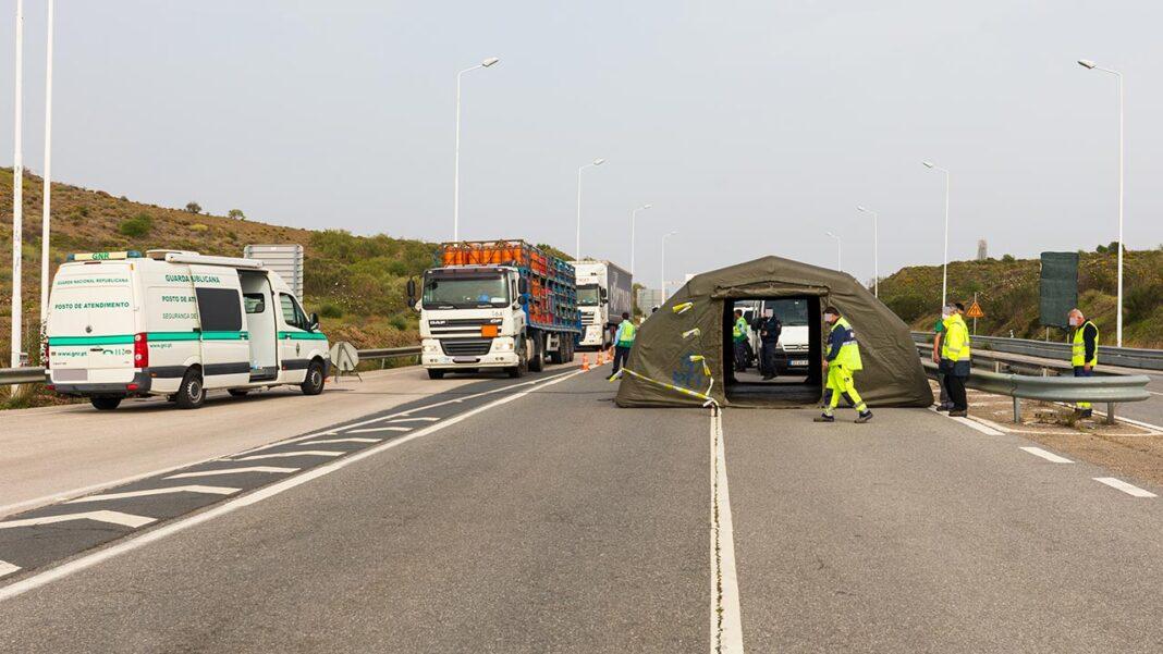 O ministro da Administração Interna, Eduardo Cabrita, avançou ontem em Madrid que as atuais restrições nas fronteiras terrestres entre Portugal e Espanha deverão ser prolongadas até à Páscoa por razões de luta contra a COVID-19.