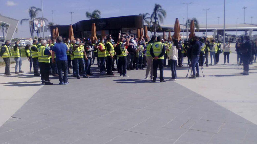 Partido Comunista Português (PCP) marcou presença solidária com a luta dos trabalhadores da Groundforce esta manhã no Aeroporto de Faro. Em causa, salários em atraso e a nacionalização da empresa.
