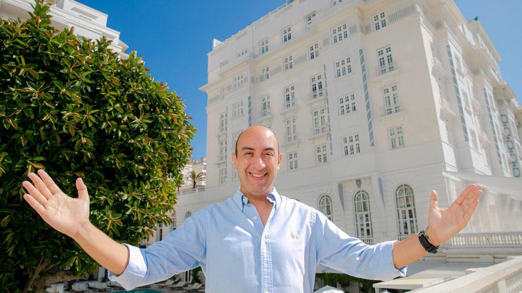Talvez o mais famoso hotel de luxo do mundo tem agora liderança de Ulisses Marreiros, um algarvio que não poupa elogios ao Rio de Janeiro. O novo diretor-geral do Belmond Copacabana Palace está otimista em relação à retoma do sector em ambos os lados do Atlântico.