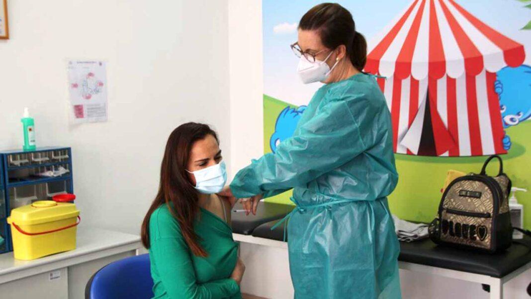 Mais de uma centena de profissionais do pré-escolar e 1.º ciclo de São Brás de Alportel vacinados este sábado.