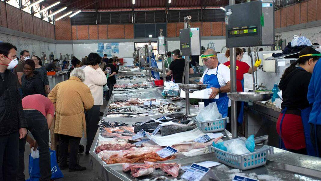 As vendas do retalho alimentar e especializado caíram 1,5 por cento no ano passado.