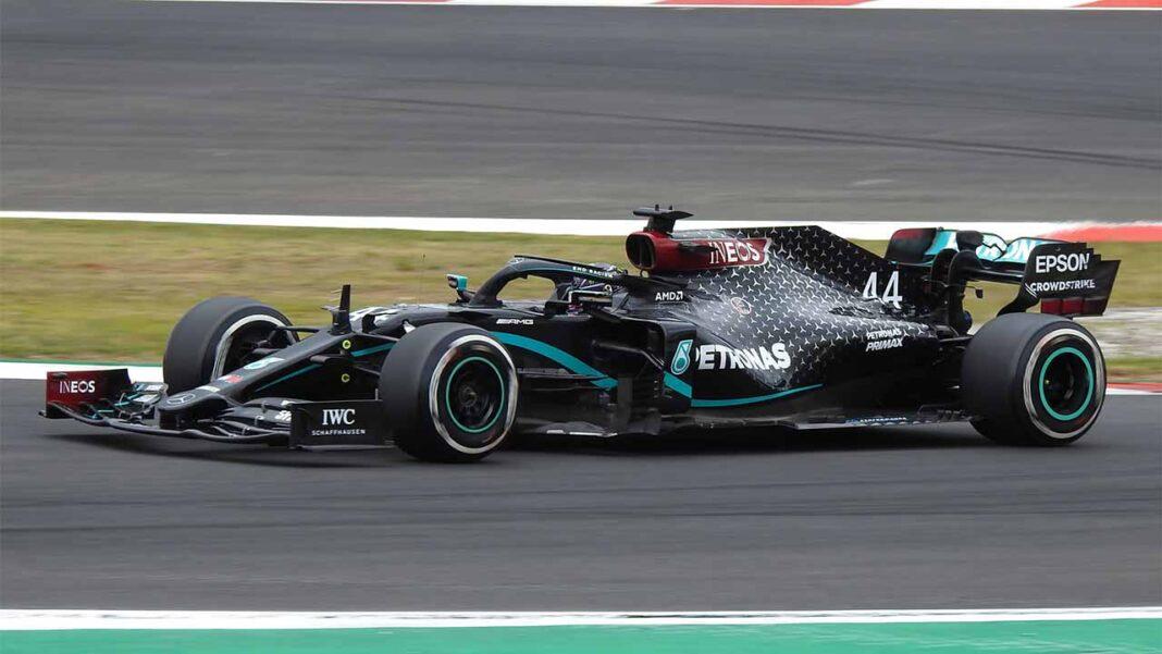O duelo entre o britânico Lewis Hamilton (Mercedes) e o holandês Max Verstappen (Red Bull) deve «aquecer» o despido de público Grande Prémio de Portugal de Fórmula 1, no domingo, em Portimão.
