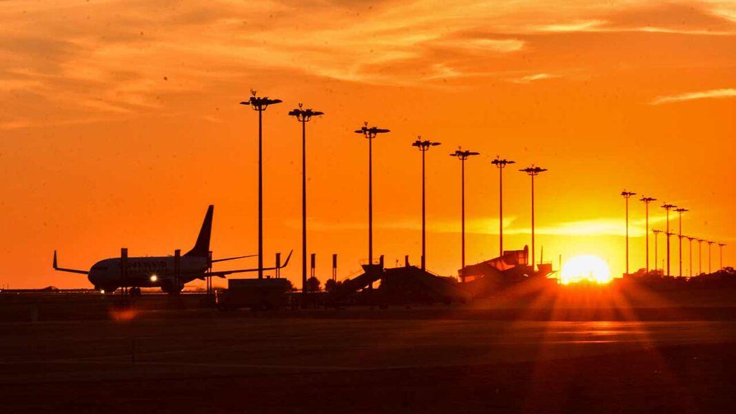 Aeroporto de Faro evidenciou o maior decréscimo do número de passageiros movimentados entre janeiro e fevereiro de 2021.
