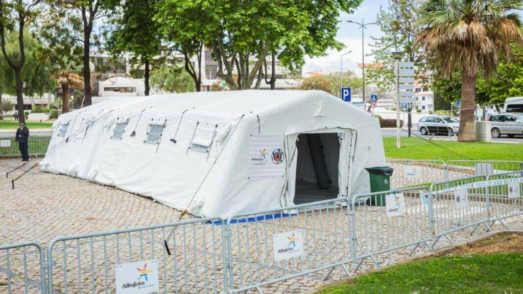 O município de Albufeira iniciou esta manhã a testagem gratuita à população (residentes e turistas), através de «testes rápidos» à COVID-19.