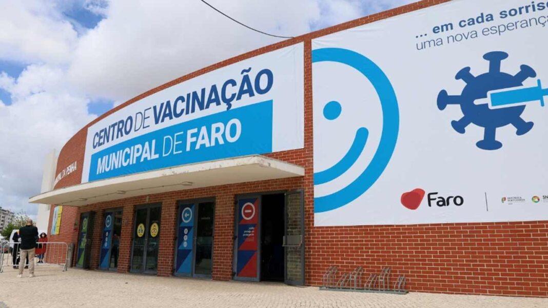 Centro de Vacinação Municipal de Faro já está em funcionamento. Resposta instalada pela autarquia abriu portas esta terça-feira e vai permitir vacinar até cerca de 600 munícipes por dia.