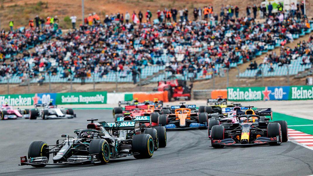 A Fórmula 1 já chegou ao Autódromo Internacional do Algarve, em Portimão. A maior competição de automobilismo já chegou a Portugal, para a terceira prova deste ano. Os camiões e motorhomes das equipas já preenchem o estacionamento do Autódromo Internacional do Algarve e o paddock para o Formula 1 Heineken Grande Prémio de Portugal, que decorre este fim de semana.