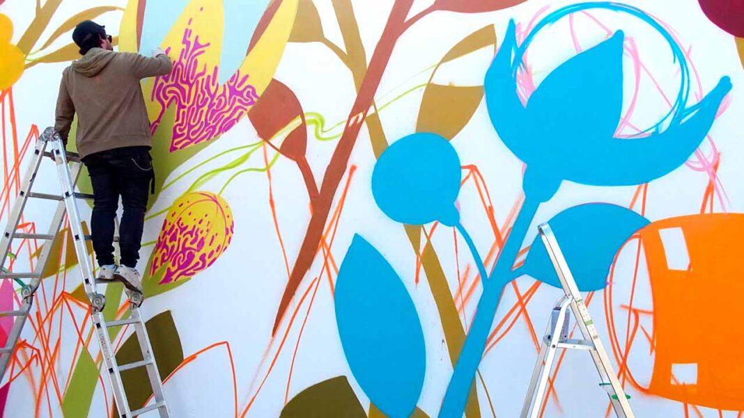 Projeto «Fresque dos Vizinhos» valoriza pontos estratégicos da cidade de Portimão com duas intervenções artísticas.