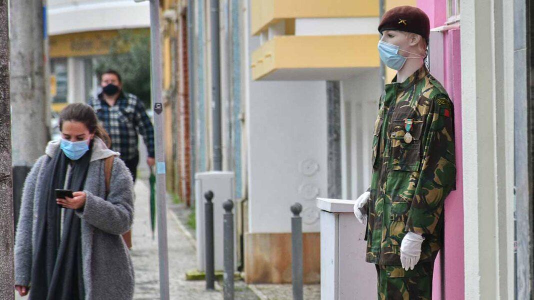 O parlamento aprovou o projeto-lei do PSD que renova por mais 70 dias a obrigatoriedade de usar máscaras em espaços públicos.